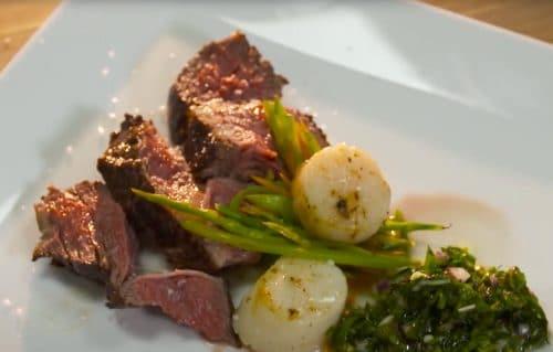 Howgh! Tomahawk Steak mit pikanter Salsa und Jakobsmuscheln
