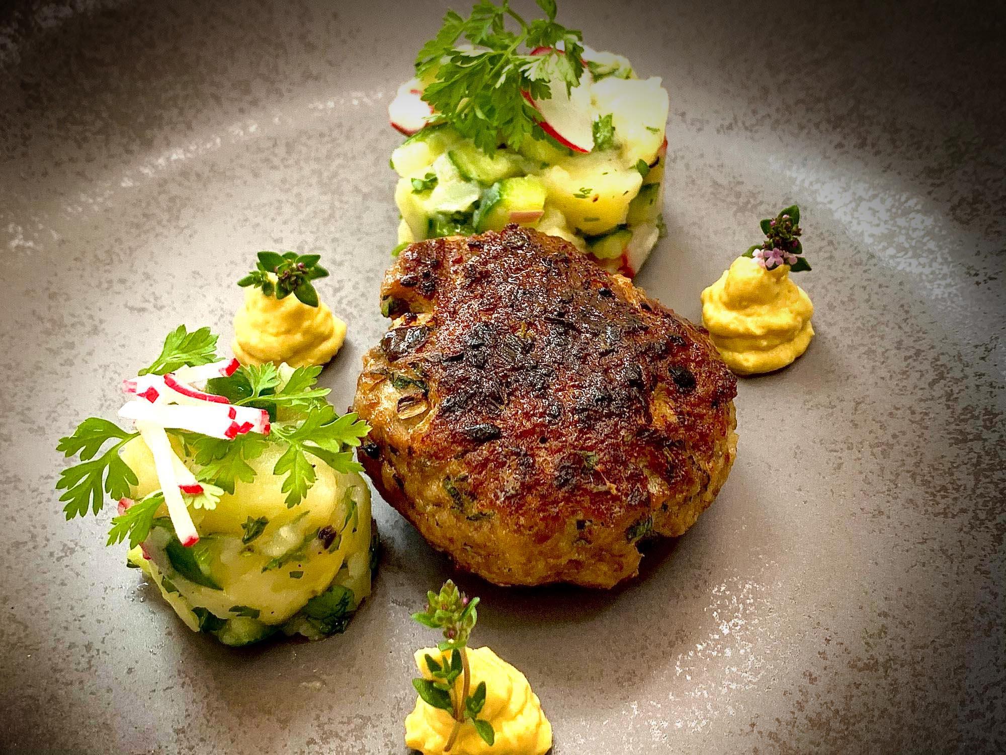 Beefer Boulette | Kartoffel-Gurken Salat | Meerrettichsenf