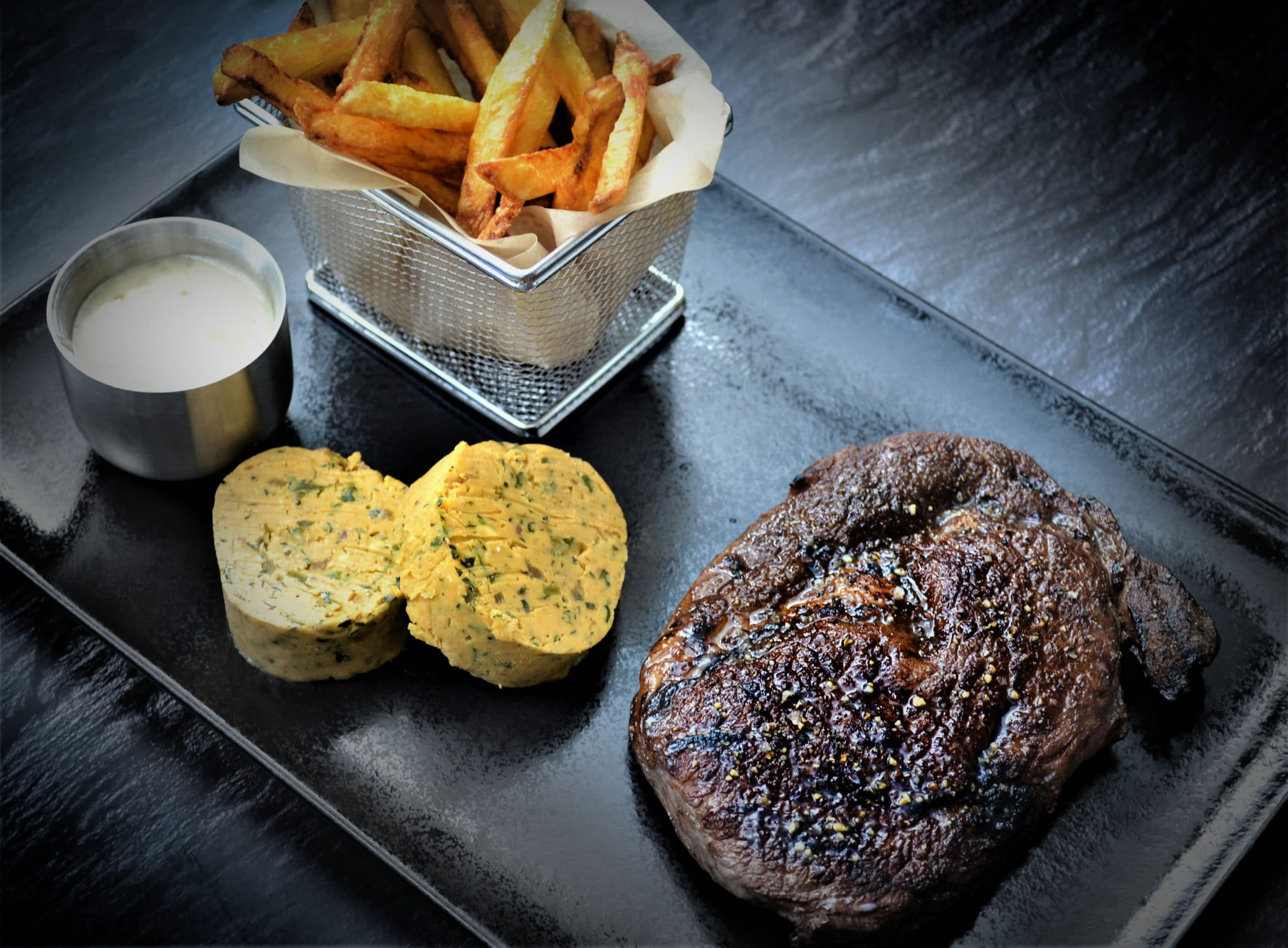 Gebeeftes Entrecôte   Café de Paris Butter   Homemade Fries   Beefer Aioli