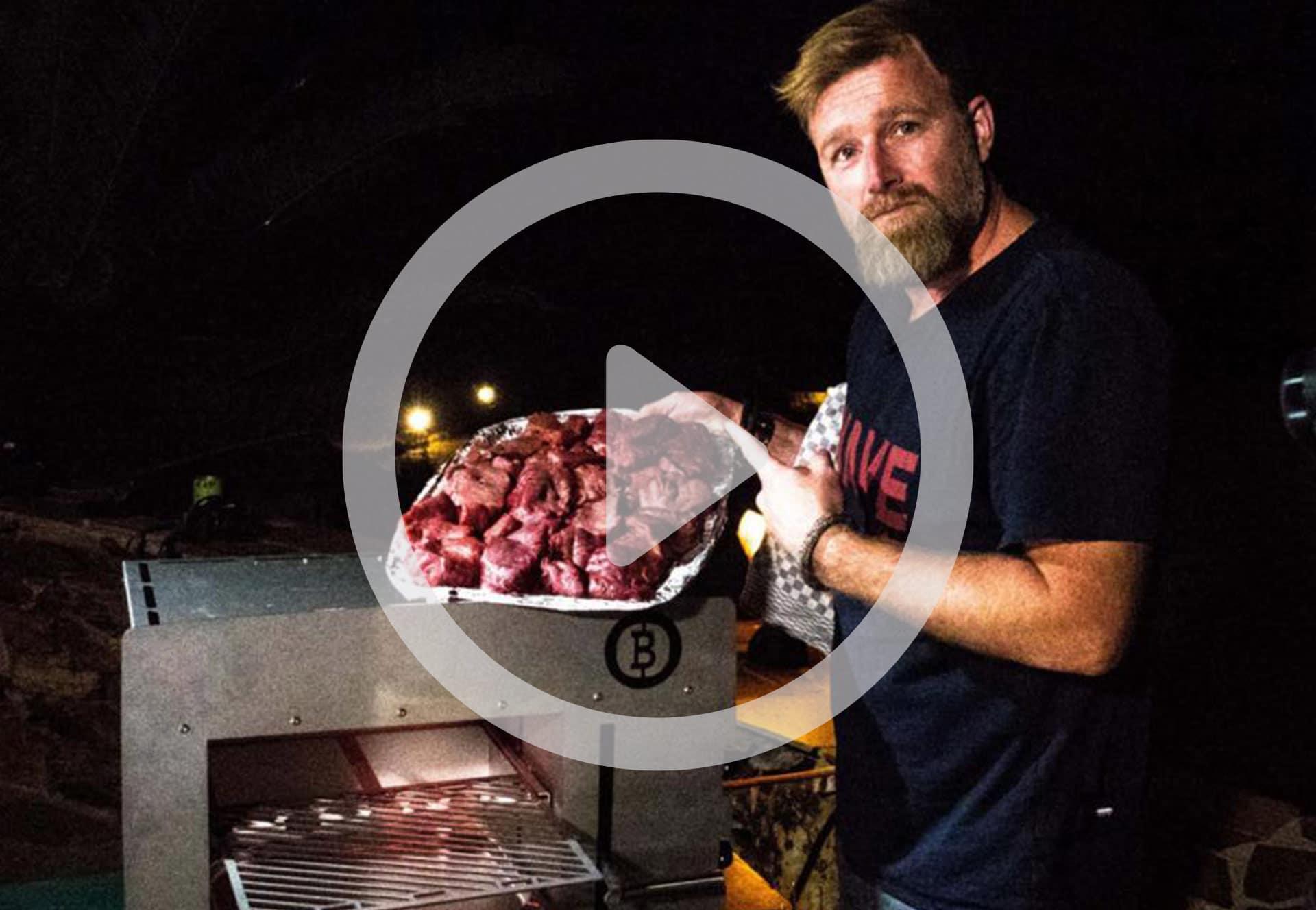 Das Video vom verrückten Dänen: Brian Bojsen auf Beefer-Tour durch Namibia
